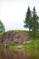 Скалы на правом берегу Туры