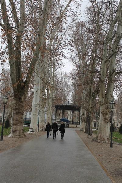 Площадь Николы Шубича Зринского