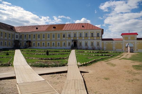 Корпуса монастыря