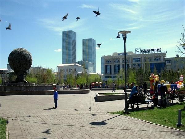 На фото астана новая площадь