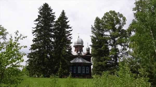 на фото: Церковь