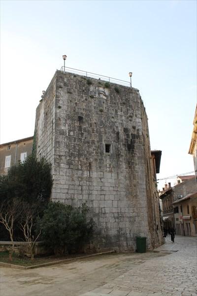 Пятиугольная башня