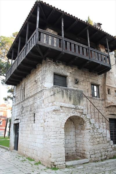 Романский дом