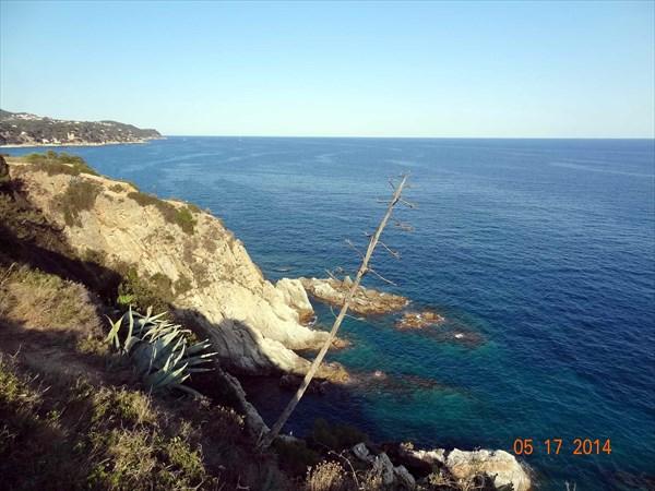 на фото: Чудесное море, чудесный берег.