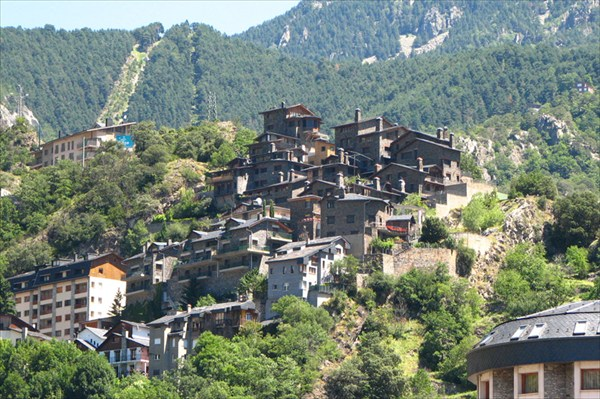 Ла велья типичные дома на склонах гор