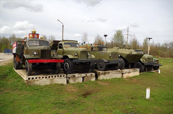 Экспозиция военной техники на въезде во Ржев