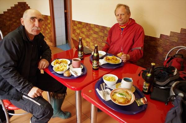 В  кафе 'Самовар'