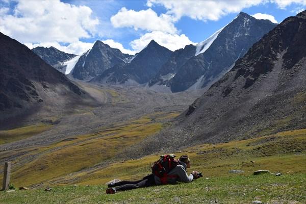 Женя и пики гор