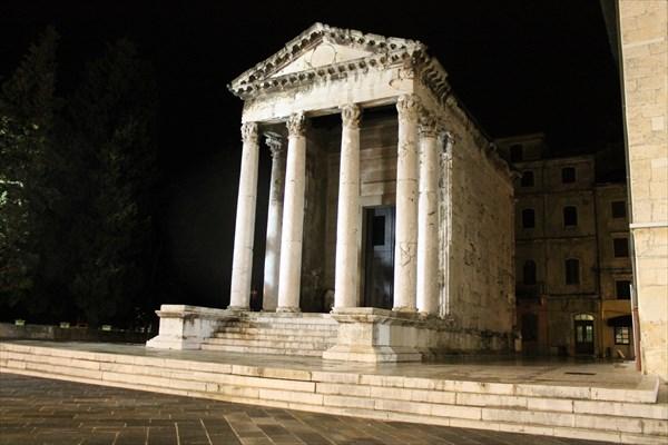 Храм богини Ромы – покровительницы Рима и императора Августа